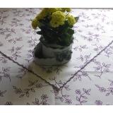 ubrus s fialovými kytičkami-lemovaný -kulatý 140 cm