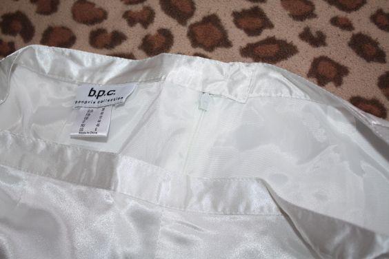 6051ba3968a Lehoučká bílá dlouhá sukně. Vhodná na slavnostní příležitostí - ples