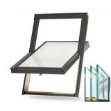 Trojsklo - Dřevěné střešní okno BALIO s lemováním 55x78 cm