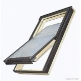 Střešní okno dřevěné kyvné FAKRO FTS U2 114x118 cm