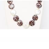 Perlový náhrdelník bílé jezerní coin perly 20mm a barvená perleť NJ9317