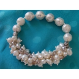 Perlový náramek jezerní bílé perly a jezerní bílé obláčkové perly a křišťál BB042