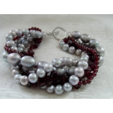Perlový náramek šedé jezerní perly a granát BB080