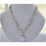 Perlový náhrdelník jezerní levandulové reborn keshi perly 11mm a velká barokní jezerní perla NB250