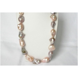 Perlový náhrdelník jezerní růžové a levandulové barokní perly 33mm NJ8587
