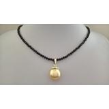 Náhrdelník černý broušený spinel a mořská zlatá barokní perla ES076