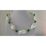 Perlový náhrdelník jezerní bílé barokní perly a zelený křišťál YY277
