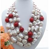 Perlový náhrdelník bílé jezerní barokní perly červený korál a kříšťál YY189